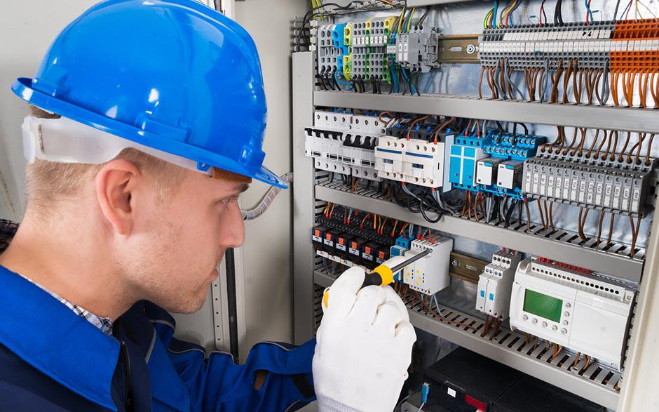 électricien de maintenance Marines